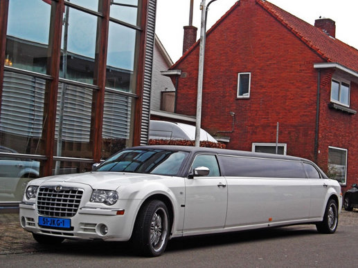 How to Hire a Limousine Rental Service